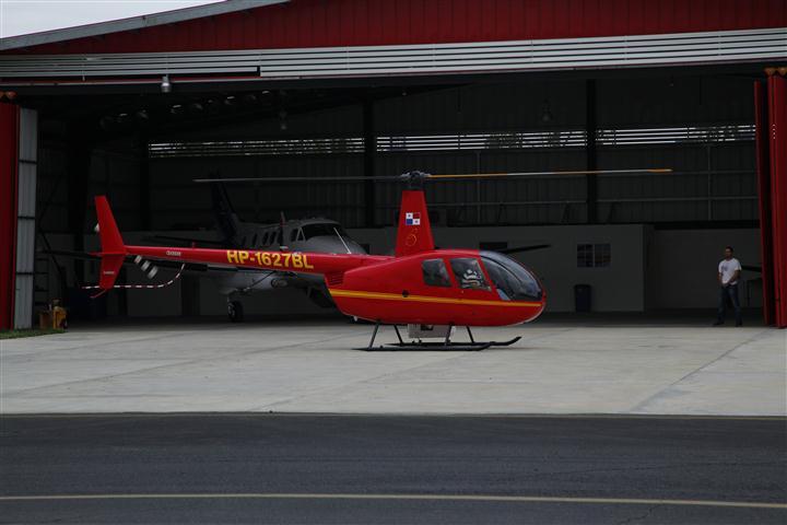ROBINSON R44 (1)